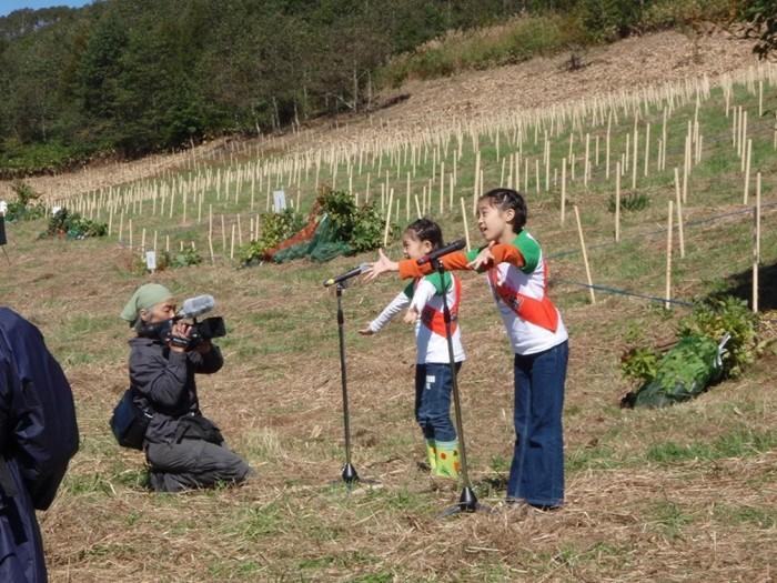 平成24年度環境リレーションズ研究所 植樹 ミュージカル「葉っぱのフレディ」子役が歌披露