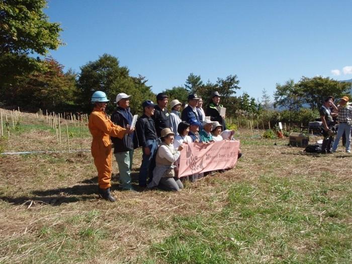 平成24年度 環境リレーションズ研究所 植樹 班ごと記念撮影
