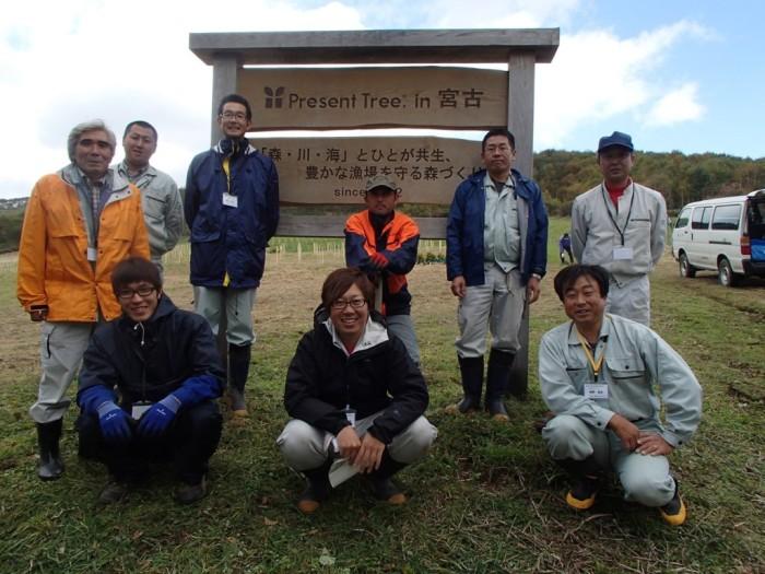 平成25年度 環境リレーションズ研究所 森林協植樹班記念撮影