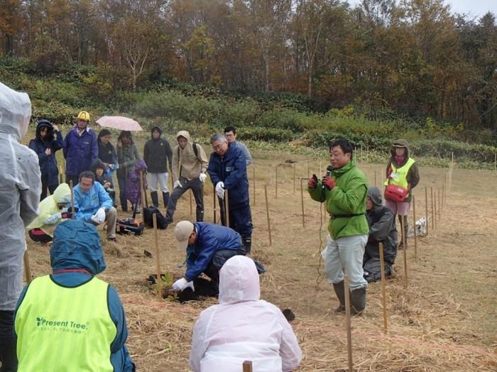 平成27年度 環境リレーションズ研究所 植樹 舘野植樹説明