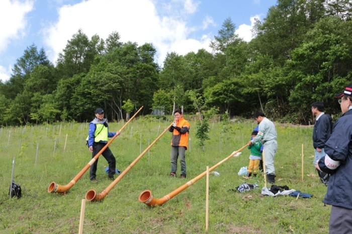 平成27年度 富士通 植樹 現場にてアルプホルン体験